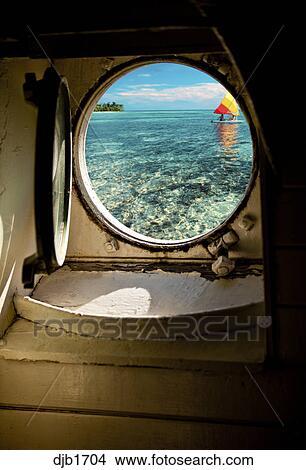 Banque de photo ship 39 s hublot int rieur regarder for Fenetre hublot interieur
