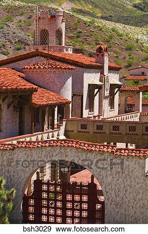 Archivio fotografico il principale costruzione a for Tetto in stile ranch