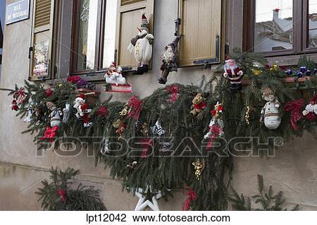 stock foto haus mit dekoriert weihnachten fassade. Black Bedroom Furniture Sets. Home Design Ideas