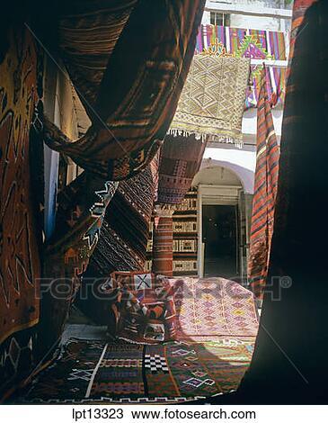 banque de photo moquette magasin souk medina tunis tunisie lpt13323 recherchez des. Black Bedroom Furniture Sets. Home Design Ideas
