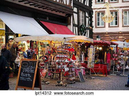 banque de photo magasin souvenir temps no l strasbourg alsace france lpt14312 recherchez. Black Bedroom Furniture Sets. Home Design Ideas