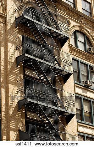 Archivio fotografico esterno metallo scala antincendio for Appartamenti ny manhattan