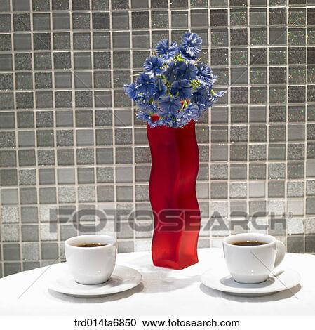 Banques de photographies int rieur table boisson boisson tasse caf vase d coration - Vase de decoration interieur ...