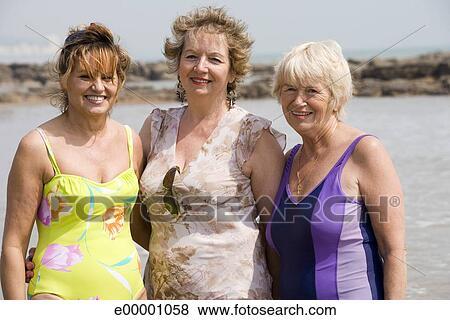 Immagini donne mature in costumi bagno e00001058 cerca archivi fotografici immagini - Mature in bagno ...