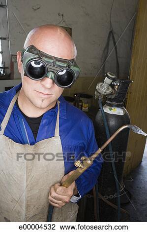 Banco de Imagem - soldador, com, tocha, e, óculos proteção e00004532 - 7285e12723