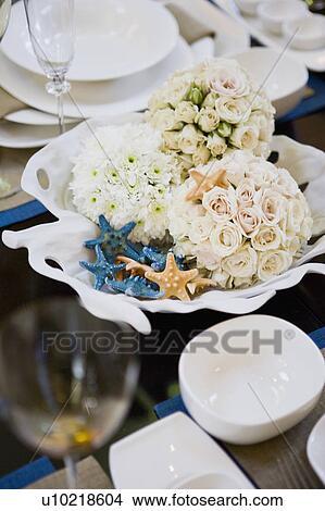 Banque de photo milieu de table dans centre de table salle manger u10218604 recherchez - Centre de table salle a manger ...