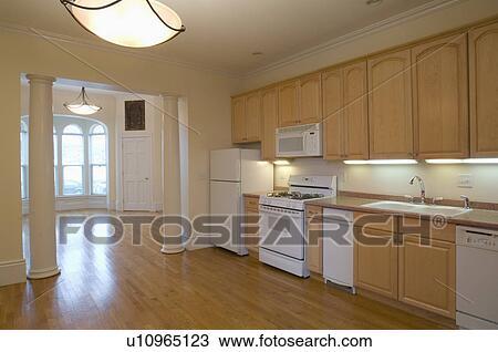 Banque de photo plancher bois dur dans spacieux for Plancher bois cuisine