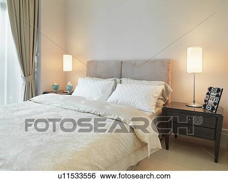 Stockmotiver   lys, farvet, seng, ind, moderne, soveværelse ...
