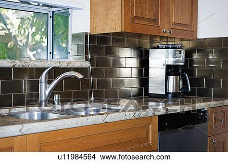 Stockfoto   rustfrit stål, køkken synk u11984564   søg i ...