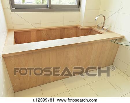 Archivio fotografico legno vasca bagno in moderno - Vasca bagno legno ...
