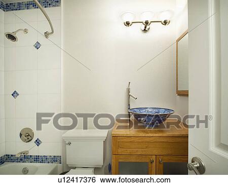 Archivio di immagini bagno con blu bianco accenti - Bagno blu e bianco ...