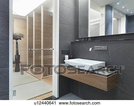 stock fotografie schiefer fliese w nde in modernes badezimmer u12440641 suche. Black Bedroom Furniture Sets. Home Design Ideas