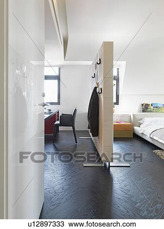 stock foto zimmer aufteilung trennen schalfzimmer. Black Bedroom Furniture Sets. Home Design Ideas