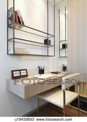 Banque de photo petit bureau dans moderne maison for Grand bureau moderne