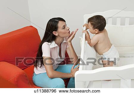 Femme baise les garçons