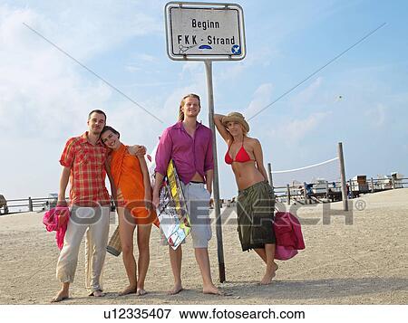 ... określony przed rzeczownikami, nudyzm, plaża Pokaż większy zasięg