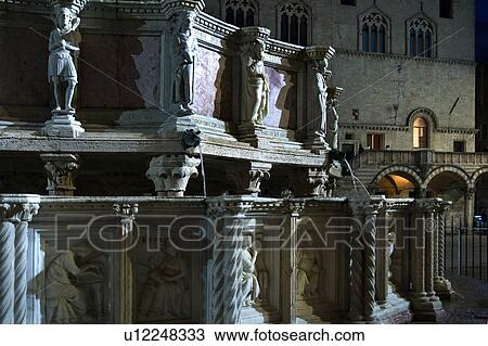 Stock foto detail weergeven sculpted figuren van fontana maggiore great fountain in - Loggia verlicht ...