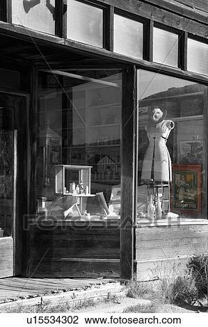 Archivio fotografico negozio generale finestra e - Mensole da esterno ...