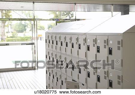 banque d 39 image casier pour chaussures cole japon u18020775 recherchez des photos. Black Bedroom Furniture Sets. Home Design Ideas
