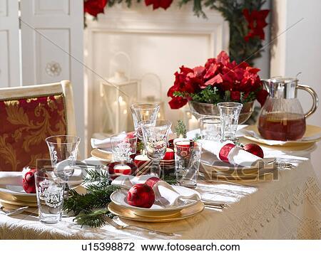 Stock foto festlicher weihnachtlicher tisch u15398872 for Suche tisch