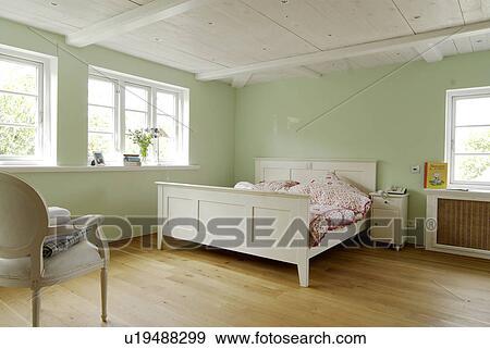 Stock Fotografie - slaapkamer, met, houtenvloer, en, groene, muren ...