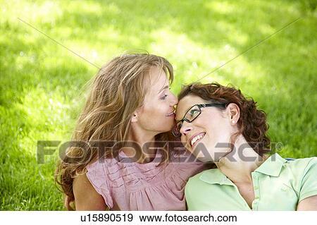 Lesbianas calientes haciendo mucho sexo oral - Pornes