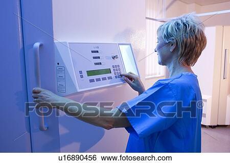 Stock afbeeldingen phototherapy booth dermatoloog opstellen een ultraviolet b - Muurschildering volwassen kamer ...