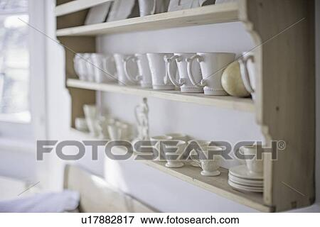 Beeld   witte koffie, koppen, op, keuken, plank u17882817   zoek ...