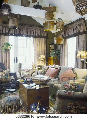 Stock Images Of FAMILY ROOM Cozy Floral Olive Rose Brown Drapes