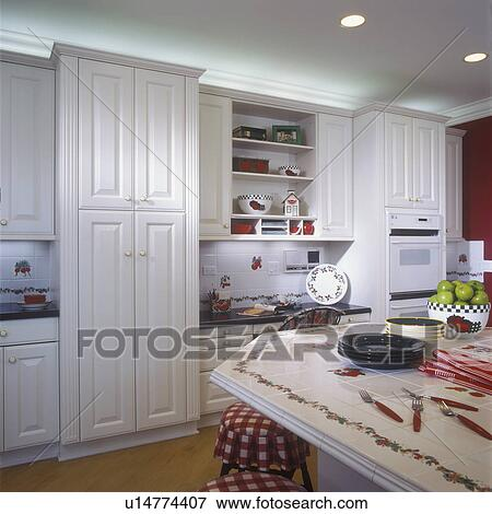 image cuisine blanc cabinets paneled doors cannel cabinet bords encastr. Black Bedroom Furniture Sets. Home Design Ideas