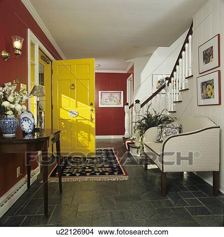 stock foto entry hallway breit halle gr n schiefer fliese boden gebiet teppich hell. Black Bedroom Furniture Sets. Home Design Ideas