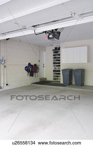 Banque de photo garage storage propre stockage - Rayonnage garage ...