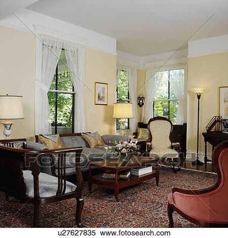 stock bild lebende rooms wiederhergestellt viktorianische bla gelbe w nde wei. Black Bedroom Furniture Sets. Home Design Ideas