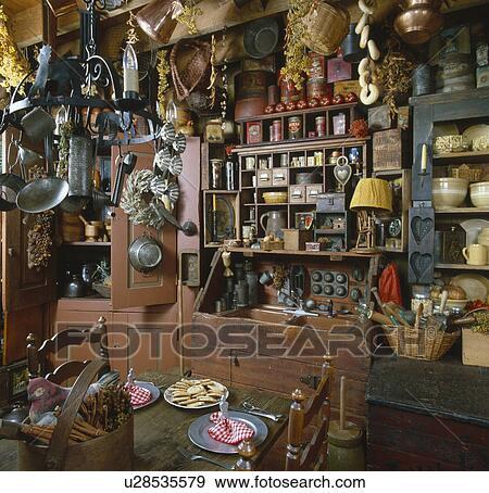 Banque de photographies int rieur de a pays cuisine - Vieux ustensiles de cuisine ...
