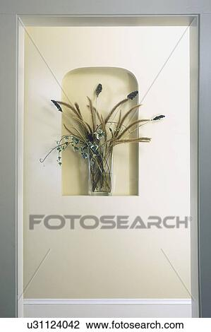 Stock foto architecturaal detail klein niche in muur houden vaas van bloemen hallway - Muur niche ...