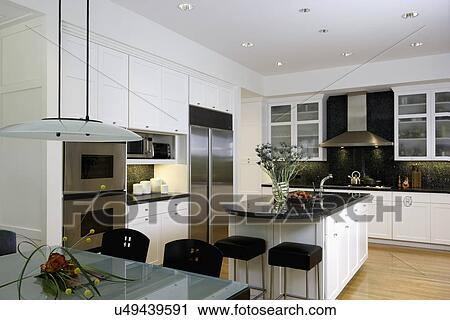 banques de photographies kitchen horizontal verre d poli sommet table dans premier. Black Bedroom Furniture Sets. Home Design Ideas