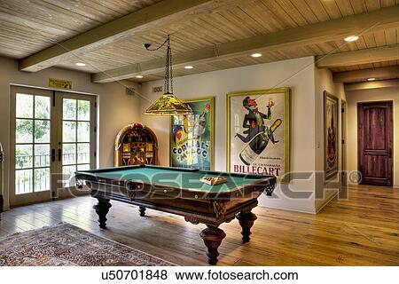 Images table de billard dans maison californie usa for Achat maison californie usa