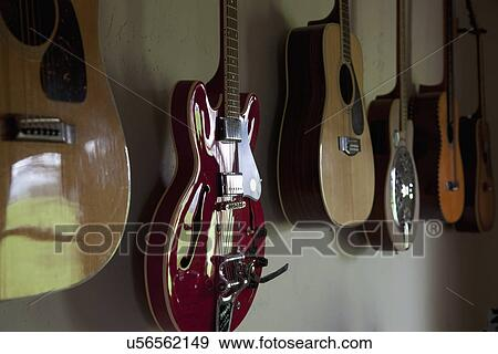 banque de photographies collection de guitares accrocher dessus wall porterville. Black Bedroom Furniture Sets. Home Design Ideas