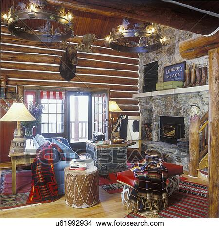 stock foto lebende rooms holzstamm w nde erhoben herd stein kaminofen rustikal. Black Bedroom Furniture Sets. Home Design Ideas