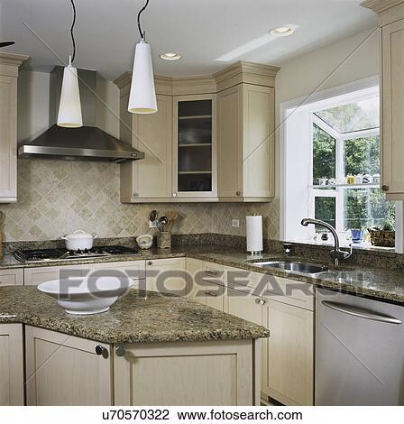 Archivio fotografico granito contraddice in cucina - Cucina con finestra ...