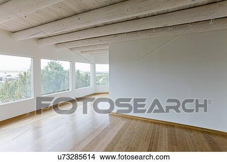 Archivio fotografico soffitto raggi e pavimento legno for Disegni di casa in stile santa fe