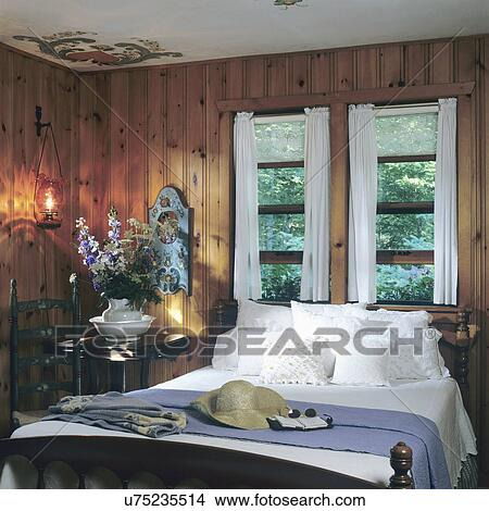 stock foto schlafzimmer in blockhaus bezaubern holz paneled norwegische thema hand. Black Bedroom Furniture Sets. Home Design Ideas