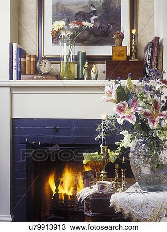banque de photo salles vivantes d tail de chemin e premier plan vase cristal. Black Bedroom Furniture Sets. Home Design Ideas