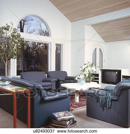 Image bleu meubles dans contemporain salle de s jour for Salle de sejour bleu