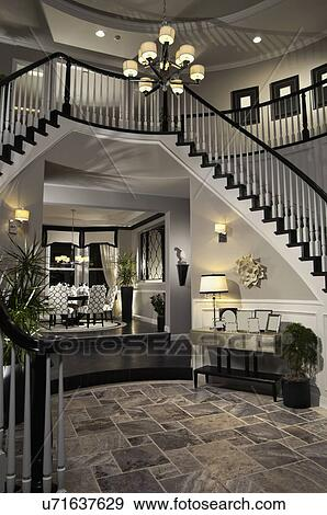 banque de photographies noir blanc grille sur escalier dans contemporain maison. Black Bedroom Furniture Sets. Home Design Ideas