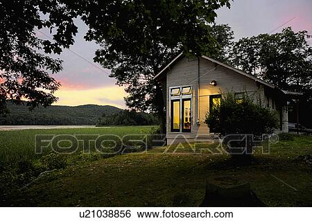 Stock images of exterior of a cabin with clapboard siding for Cabins burlington vt