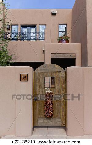 Archivio fotografico casa con tradizionale chilli for Disegni di casa in stile santa fe