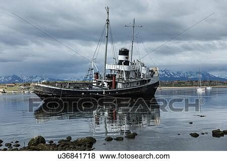 Pictures of Ships and shipwrecks in Ushuaia harbour, Argentina ...
