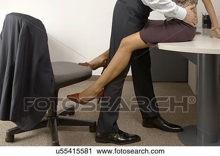 В чулках в офисе фото