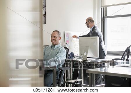 banques de photographies bureau life deux personnes assis bureaux utilisation. Black Bedroom Furniture Sets. Home Design Ideas